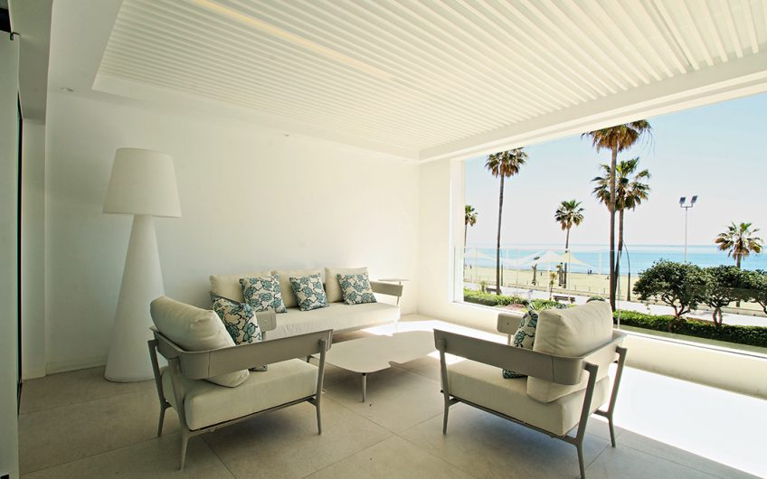 LUXURY LIVING IN THE CITY, RIGHT BY THE SEA